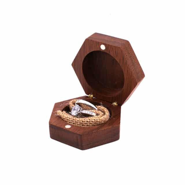 Dřevěná krabička na prstýnky – Kevork
